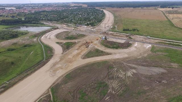 W naszym regionie trwa realizacja drogi ekspresowej S6. Zobaczcie najnowsze zdjęcia z postępu prac na budowie obwodnicy Koszalina i Sianowa.Zobacz także Dzień otwarty na budowie drogi S6