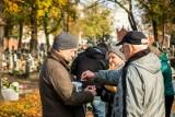 Kwesta na ratowanie zabytkowych pomników na cmentarzu Starofarnym w Bydgoszczy [zdjęcia]