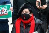 Posłanka Joanna Senyszyn interweniuje w sprawie 17-letniej Julity wyrzuconej ze szkoły katolickiej za udział w strajku kobiet