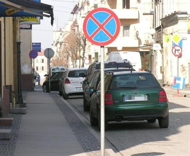 Tak parkuje sie w Brzegu. Zobacz gdzie zostawiają samochody kierowcy.