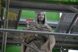 Wrocław: Czy zabytkowe figury znikną z mostu Tumskiego? Trwa remont (ZDJĘCIA)