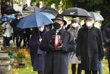 Poruszający pogrzeb bp Jana Szarka w Bielsku-Białej. Zwierzchnik luteran zmarł na Covid-19. Żegnała go rodzina i wierni