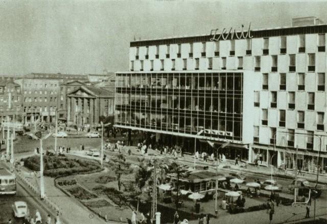 Zenit w KatowicachZaprojektował go – jak później większego znacznie  Skarbka -  Jurand Jarecki (Zenita zaprojektował wspólnie z Mieczysławem Królem), który wielokrotnie w rozmowach wspominał, że był niemal codziennie na budowie Zenita. Nic dziwnego, to była wówczas wielka sprawa, jedna z jego pierwszych takich realizacji.