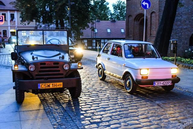 Po raz kolejny w Bydgoszczy odbył się przejazd klasycznych motocykli i samochodów. Mieszkańcy mogli je podziwiać i fotografować w kilku miejscach. Było na co popatrzeć. Sami zobaczcie zdjęcia aut i jednośladów, które wzięły udział w tej cyklicznej imprezie.Więcej zdjęć. Kliknij strzałkę lub przesuń zdjęcie gestem >>>