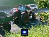 Ciągnik rolniczy zderzył się z Daewoo Tico i… złamał się na pół! Zobacz zdjęcia