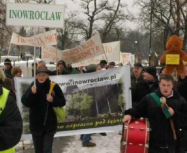 Kilka tygodni temu mieszkańcy Inowrocławia protestowali w stolicy przeciwko opóźnianiu terminu rozpoczęcia tak ważnej dla nich inwestycji