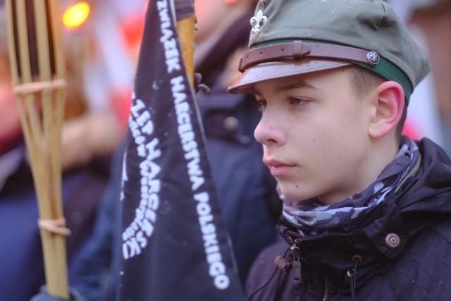 W wyniku postanowień Traktatu Wersalskiego z 1919 roku, Niemcy zobowiązały się do oddania Polsce określonych ziem, w tym Pomorza. Odzyskiwanie tych terenów rozpoczęło się 10 stycznia 1920 r. przez Front Pomorski pod dowództwem gen. Józefa Hallera. Do Torunia wojska weszły 18 stycznia 1920 r., przejmując miasto z rąk wojsk niemieckich, 20 stycznia wkroczyły do Bydgoszczy,  trzy dni później do Grudziądza. Przeczytaj także: Oddajcie pieniądze z książeczek mieszkaniowych!;nfW czwartek w Toruniu zorganizowano obchody związane z 98. rocznicą powrotu do wolnej Polski. M.in. złożono kwiaty na grobie Ottona Steinborna, pod pomnikiem Stefana Łaszewskiego przy Collegium Maius i pod pomnikiem  gen. Józefa Hallera. Natomiast na Rynku Staromiejskim odbyła się uroczystość wojskowa. Świętowano też w SP 31, gdzie zorganizowano Halleriadę.