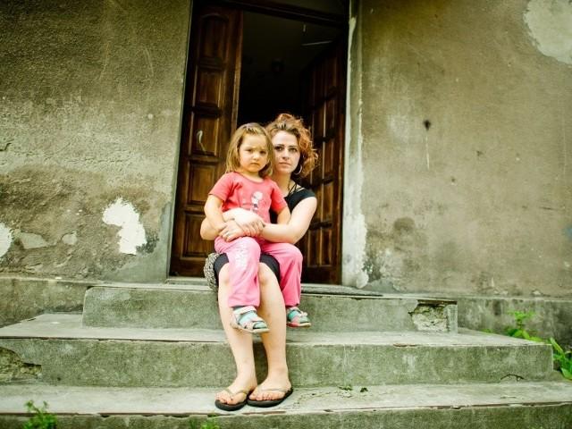 - Miałam wybór: zapłacić czynsz albo kupić dziecku jedzenie. Robiłam to, co zrobiłaby każda matka - kupowałam jedzenie - opowiada pani Kamila.