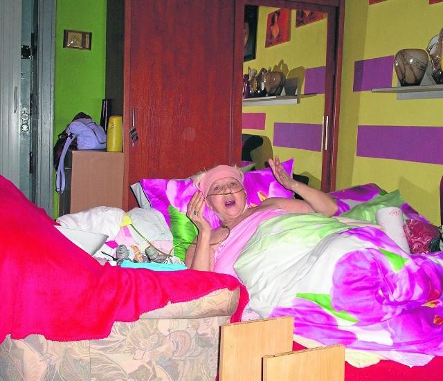 Barbara Kucińska od wielu lat wymaga stałej opieki. Od 1 listopada drastycznie ją ograniczono.