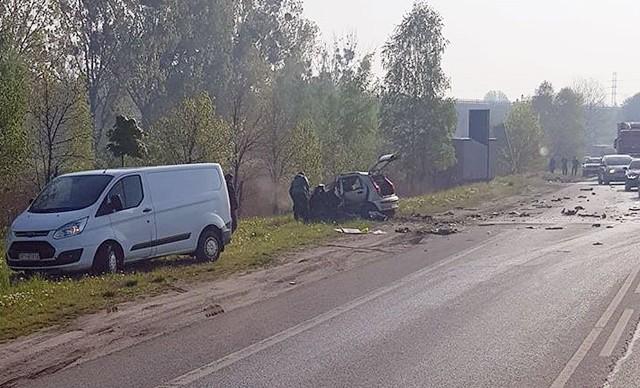 Śmiertelny wypadek na DK88 w Bytomiu. Zderzyły się ciężarówka i samochód osobowy.Zobacz kolejne zdjęcia. Przesuwaj zdjęcia w prawo - naciśnij strzałkę lub przycisk NASTĘPNE