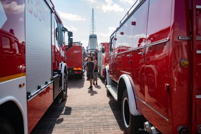 Zobacz zdjęcia ze zlotu czerwonych pojazdów w Poznaniu--->>>Strefa pole dance