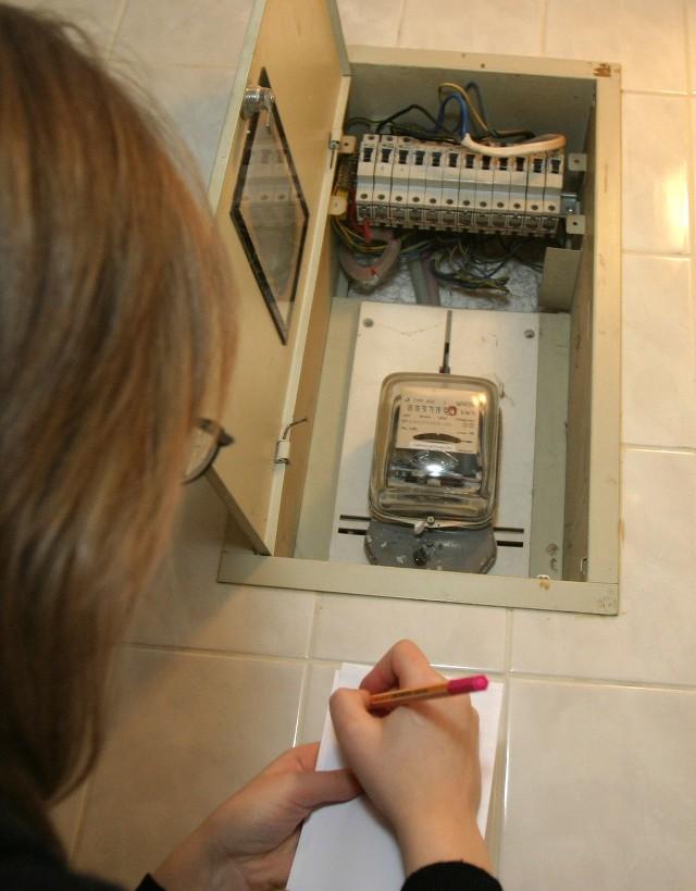 Łodzianka miała płacić mniejsze rachunki, tymczasem operator odłączył jej prąd w mieszkaniu