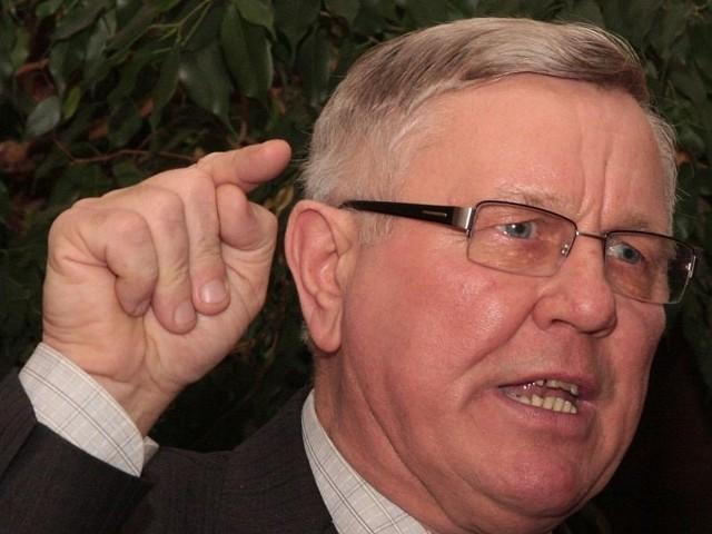 Zdaniem internautów, burmistrz Międzyrzecza Tadeusz Dubicki powinien ustąpić z zajmowanego stanowiska. Samorządowiec nie zamierza tego robić.