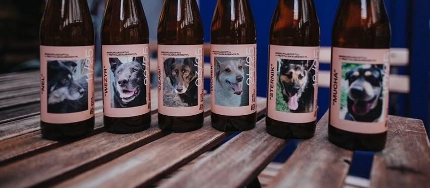 Na butelkach pojawiły się zdjęcia kilkudziesięciu psiaków z...