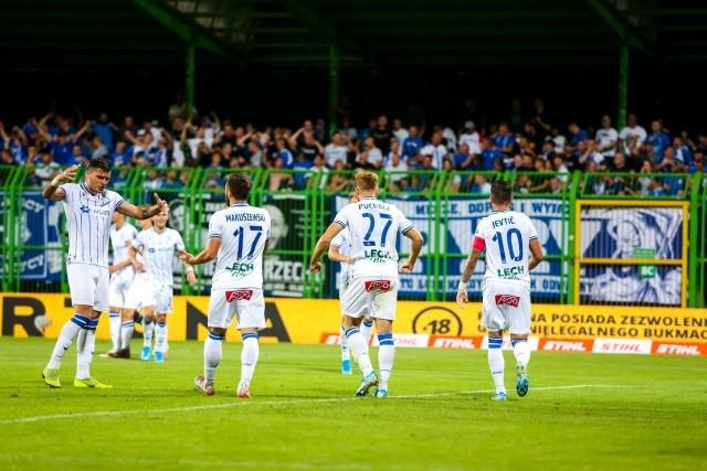 Lech Poznań po fatalnym poprzednim sezonie pożegnał się z 12 piłkarzami (ośmiu - koniec kontraktu, trzech - powroty z wypożyczeń i jeden rozwiązany kontrakt). Po sezonie 2019/2020 kolejnym piłkarzom wygasają umowy, jednak kilku z nich Kolejorz na pewno będzie chciał zatrzymać bez względu na końcowy wynik. Rozmowy o nowych kontraktach muszą być przeprowadzone jeszcze w tym roku, bo jeśli się tak nie stanie, to po 1 stycznia 2020 piłkarze z kontraktem mniejszym niż pół roku, mogą zacząć rozmowy z nowymi pracodawcami. Sprawdziliśmy, kogo ta sytuacja dotyczy, bo w czerwcu 2020 roku umowy kończą się kilku kluczowym zawodnikom Kolejorza.Sprawdź, komu wygasają w czerwcu kontrakty z Lechem Poznań --->