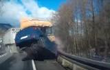 Dolny Śląsk: Tir taranuje auta osobowe (PRZERAŻAJĄCE NAGRANIE)