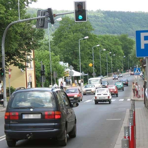 Jednym z niewielu miejsc, w których zwalniają kierowcy jadący do przejścia granicznego w Krościenku, jest centrum Ustrzyk Dolnych. Wcześniej i później pędzą, nie zważając na żadne ograniczenia.