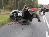 Tragiczny wypadek w Szubinie. W zderzeniu z ciężarówką zginął młody kierowca alfy romeo
