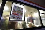 Autobus SOS znów wyruszył w trasę po Gdańsku. W Ikarusie bezdomni zjedzą ciepłą zupę, dostaną odzież i wsparcie specjalistów