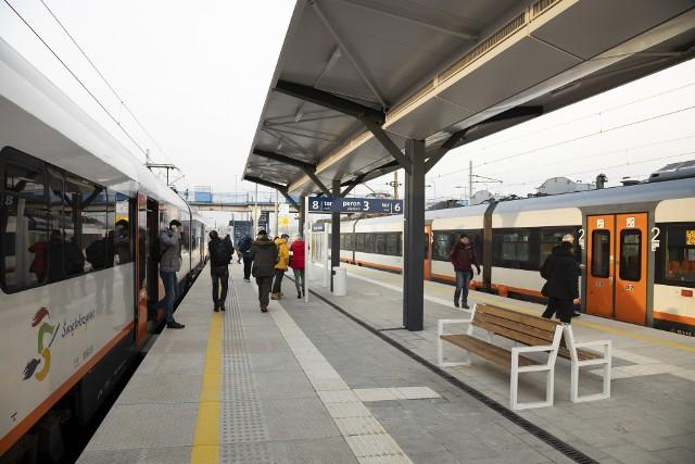 Stacja Skarżysko-Kamienna po modernizacji – podróżni wygodniej wsiadają do pociągów