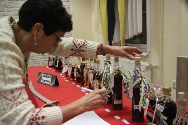 Jury ocenia piwa, wina i nalewki