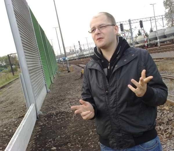 Sebastian Bar z brzeskiego osiedla Westerplatte: - Czas pokaże czy ekrany zdadzą egzamin. Na razie faktycznie jakby mniej było słychać jadące pociągi.