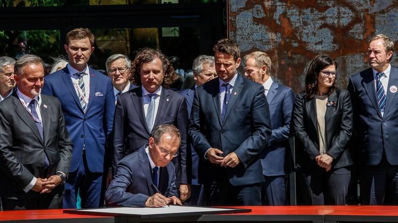 Deklarację Wolności i Solidarności uroczyście podpisano na...