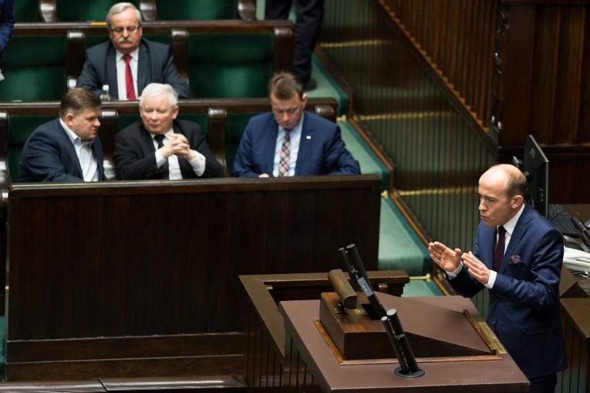 Prawo i Sprawiedliwość powinno szukać nowych koalicjantów? Koalicja Polska PSL-Kukiz'15 liderem wśród ankietowanych [NOWY SONDAŻ]