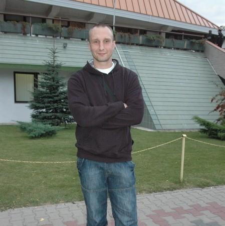 Kazimierz Kotliński. Ma 34 lata, żonaty, jedno dziecko, grał m.in. we Francji, a także w AZS-ie Biała Podlaska, Chrobrym Głogów i Miedzi Legnica. W 2006 r. zdobył z Chrobrym wicemistrzostwo Polski.