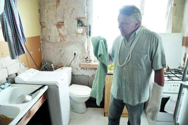 Kiedy Andrzej Maćkowiak otrzymał to mieszkanie, nie było w nim nawet wody. W naprawy, które należą do obowiązków ZMK, zainwestował kilkanaście tysięcy złotych. Teraz grozi mu eksmisja.