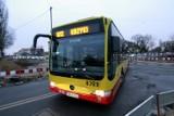 Autobus miejski odjeżdża bez wyświetlonego numeru