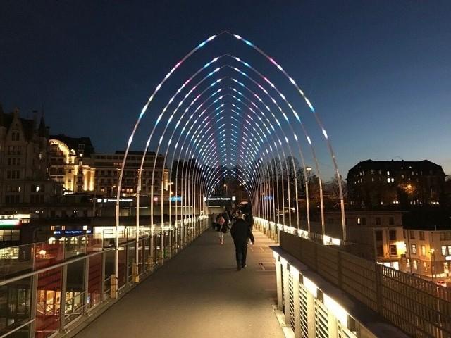 Świetlny tunel studia Pitaya gościł już m.in. w Paryżu, Dubaju, Londynie, Moskwie i Tokio.