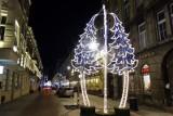 Świąteczna iluminacja na Piotrkowskiej już świeci [ZDJĘCIA]