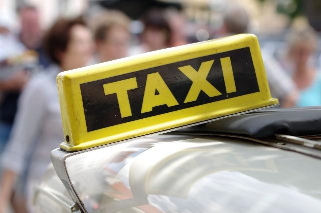 """W tegorocznym budżecie Inowrocławia zabezpieczono 100 tys. zł na projekt """"Taksówka dla seniorów"""". Jego realizacja rozpocznie się już w marcu"""