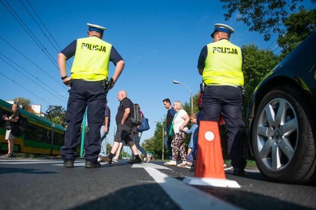 Na przejściu dla pieszych przy ul. Grunwaldzkiej i Marszałkowskiej doszło na początku sierpnia do śmiertelnego wypadku: obiecane w ubiegłym roku sygnalizatory świetlne mogą tu znacząco zwiększyć bezpieczeństwo pieszych i mieszkańcy Grunwaldu zorganizowali pikietę, domagając się, by miasto wreszcie je zainstalowało. Razem z nimi, popierają zakładanie innych środków wpływających na kierowców - w tym progów spowalniających.