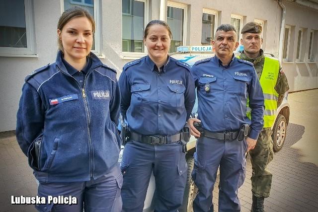 Gorzowscy policjanci eskortowali dziewczynkę w drodze do szpitala.