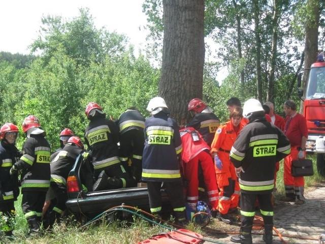 Akcja uwalniania ofiar wypadku trwała kilka godzin