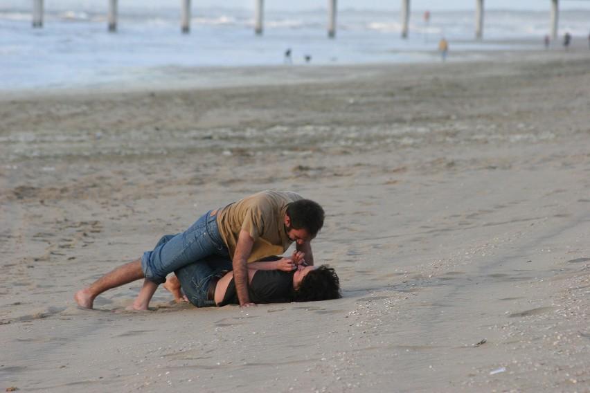 Chwila namiętności na plaży może słono kosztować......