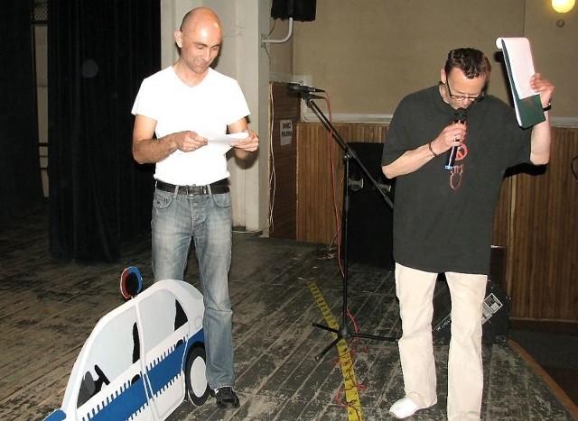 W jednej ze scen będziemy mogli zobaczyć  Marka Barańskiego (od lewej) i Zbigniewa Izdebskiego