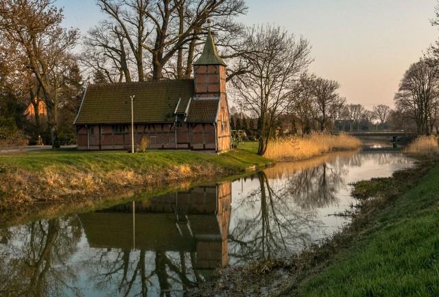 We Wróblewie w gminie Suchy Dąb podziwiać można urokliwy kościółek stojący nad brzegiem Motławy