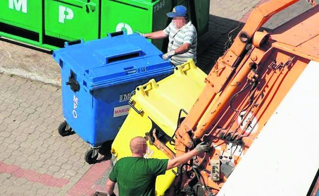 Takie zdjęcie pojawiło się w mediach. Lech przestawia jednak dowody, że wykonano je przed lipcem 2013 roku, czyli przez zmianami w gospodarowaniu odpadami.