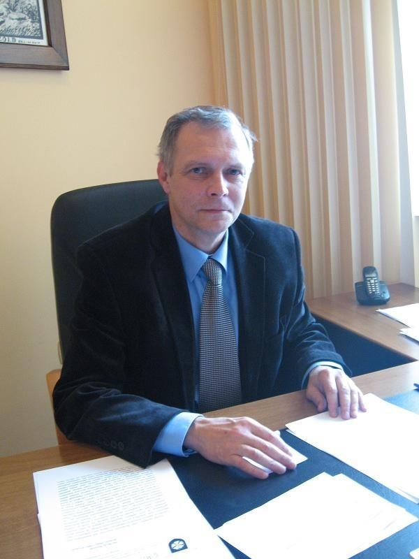"""Aby oddać głos na p.o. burmistrza Drezdenka Macieja Pietruszaka: na """"tak"""" wyślij sms o treści wladza.51.tak na numer 72051 lub głos na """"nie"""" wyślij sms o treści wladza.51.nie na numer 72051. Koszt sms 2,44 z VAT. Do dzisiaj do 9.30 nie oddano na niego głosu."""