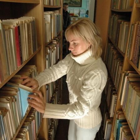 - Bibliotekę w Słubicach zlikwidowano, dlatego teraz czytelnicy stamtąd szukają u nas książek - mówi Alicja Arendarczyk-Szostek