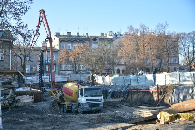 """Budowę """"Zamojskiej od Nowa"""" inwestor rozpoczął w wakacje. Aktualnie trwają prace przy podziemnym parkingu"""