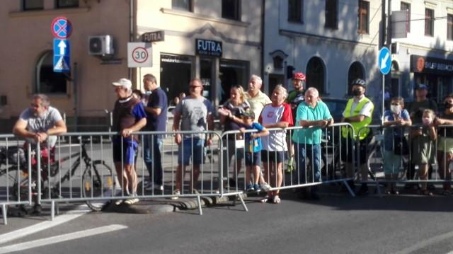 5.08. 2020 r. Kibice na trasie Tour de Pologne w Katowicach  Zobacz kolejne zdjęcia. Przesuwaj zdjęcia w prawo - naciśnij strzałkę lub przycisk NASTĘPNE