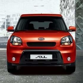 Na tle konkurencyjnych samochodów kia soul wyróżnia się pudełkowatym kształtem nadwozia. Fot. Kia