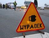 Wypadek w Srocku na DK 91: dostawczy bus zderzył się czołowo z autem osobowym. Cztery osoby w szpitalu