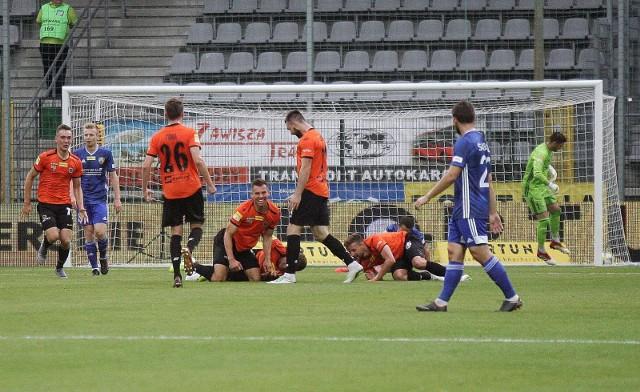 Chrobry Głogów wygrał drugi mecz z rzędu i jest bliski wyjścia ze strefy spadkowej.