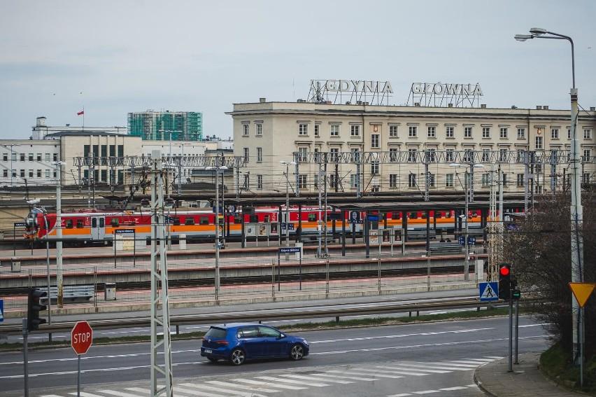 Gdynia: Dworzec PKP Gdynia Główna największą stacją pasażerską na Pomorzu w 2019 roku. Raport UTK