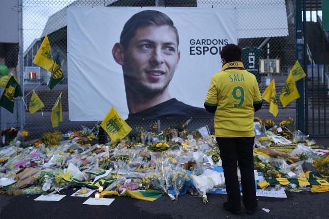 Kibice w Nantes i Cardiff oddają hołd zaginionemu Emiliano Sali.